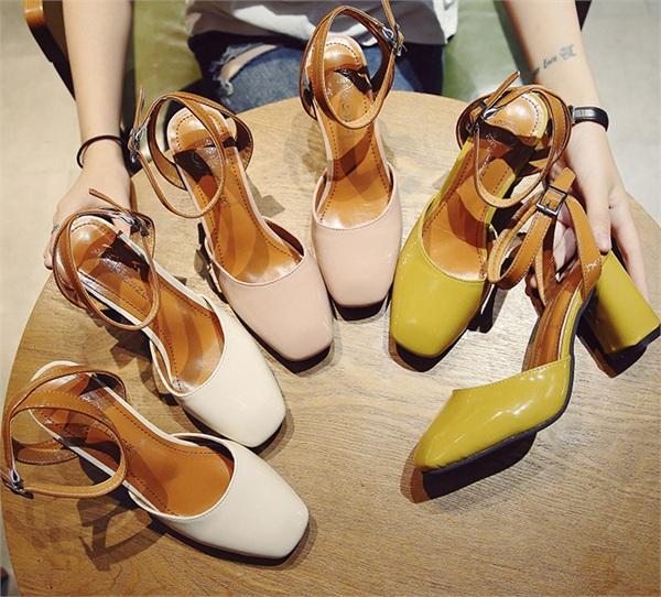 子木鞋坊 时尚一字扣包头粗跟凉鞋