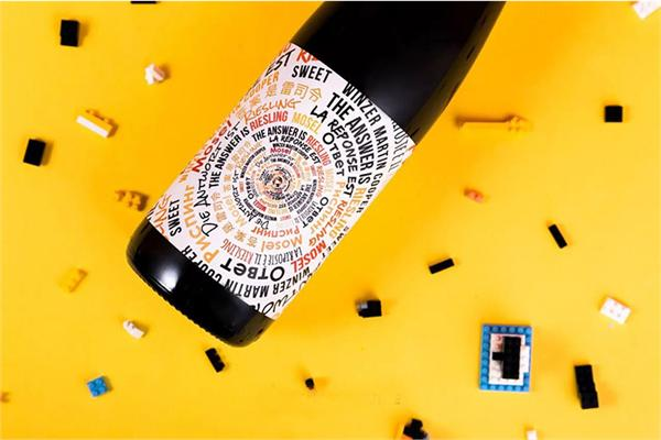 企鹅市集 答案是雷司令半干白葡萄酒