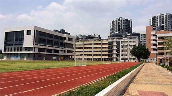坪地街道兰陵学校