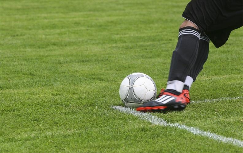 2018年十款100元以上的足球鞋排行榜