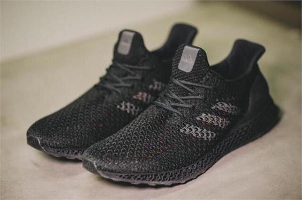 阿迪达斯3D跑鞋