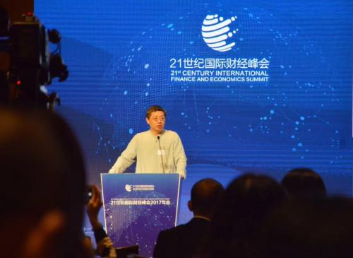 中国银行业协会首席经济学家巴曙松发表主题演讲