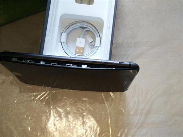 iPhone8十连裂美国再现两例电池膨胀致面板开裂 苹果官方回应