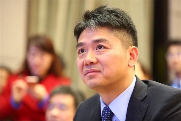 刘强东:人就像沙漠里的一粒沙,我只是有幸被风吹起来了