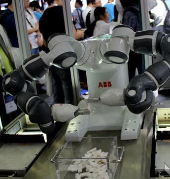 图表3:YuMi机器人组装小零件