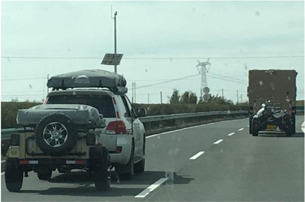 某高速公路随拍,图2偶遇乌尼莫克小拖车