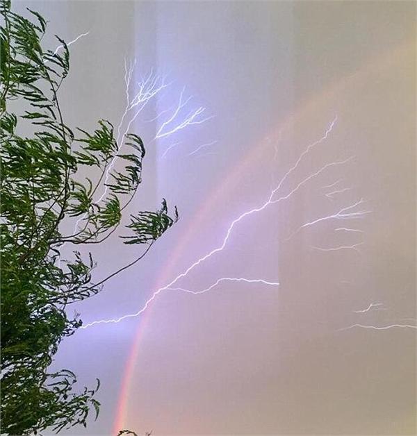 超强雷暴侵袭澳大利亚