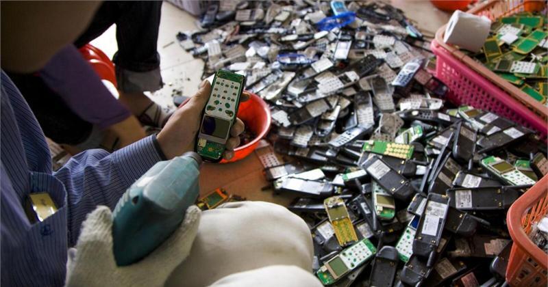 央视调查旧手机 可提炼黄金纯度远高于矿石
