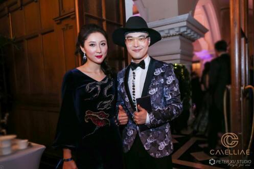 国际时尚博主双语主持徐峰立和卡枚连创始人范玥婷合影