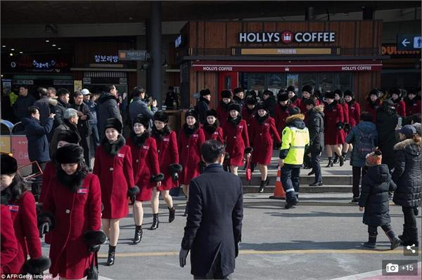 朝拉拉队亮相韩国
