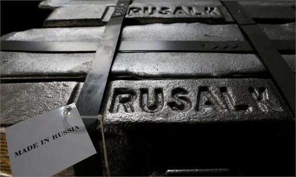 俄罗斯遭股汇双杀