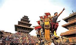 人山人海!尼泊尔拉战车庆新年狂欢九天八夜 出动1000多名安保人员