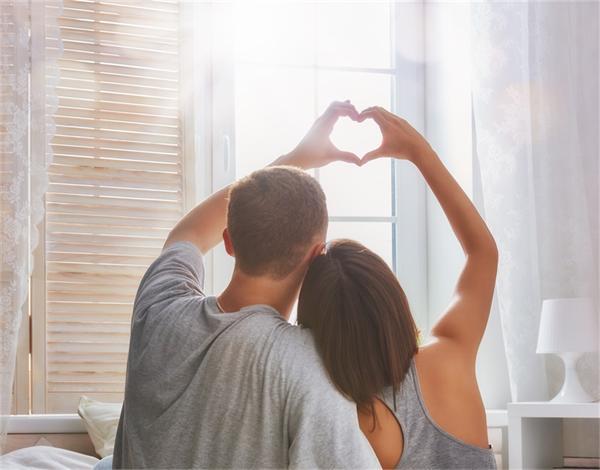 1秒变怂!哪些星座在恋人面前变最孬?