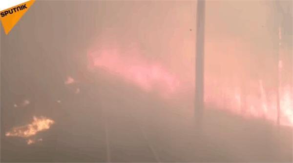 俄列车穿越火海。