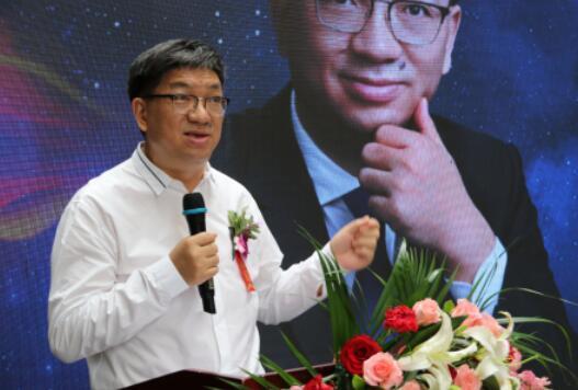 东盛集团董事长广誉远掌门人郭家学上台致辞
