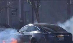 毫无征兆!洛杉矶特斯拉自燃 汽车底部严重烧毁怀疑是电池组起火
