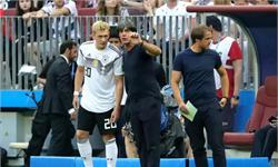 德国输了!布兰特赛后微笑自拍惹争议 称完全没多想只是和小球迷合个影