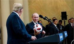 一箭双雕!普京送特朗普足球 挡开记者尖锐提问又祝贺了美国办世界杯