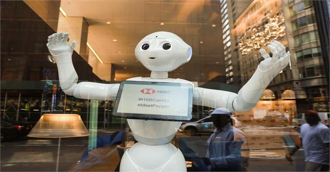 """汇丰的""""机器人员工""""成功上岗 再次引发了人们对机器人利弊的争论"""