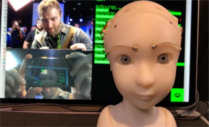 逼真!这款机器人通过眼神接触模拟情绪表达 会挑眉眨眼睛转动眼珠