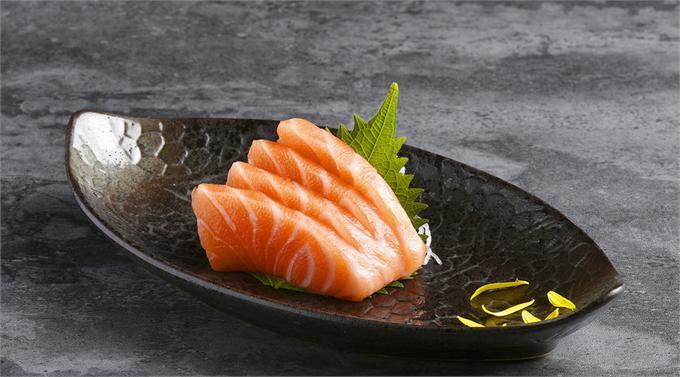 尴尬!生食三文鱼团体标准刚发布便遭批 真能为虹鳟正名?
