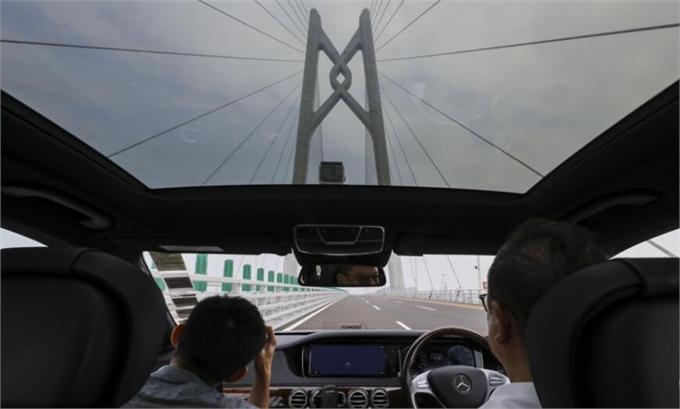 港珠澳大桥首日