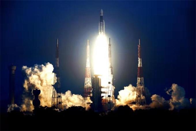 印度新型火箭成功搭载通信卫星升空 已为登月做好准备?