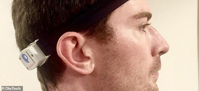"""听噪音可以治晕车?这款高科技头带的原理是让大脑""""转移注意力"""""""
