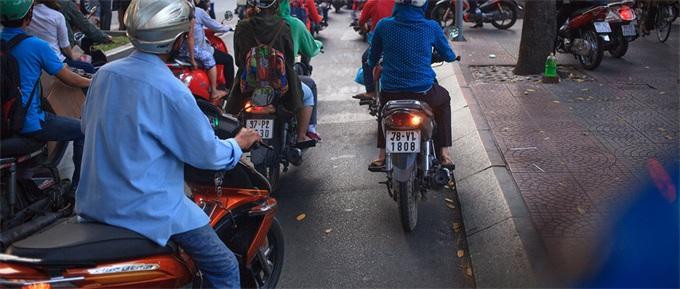 飙车党注意!上海严罚车辆噪音 为装酷追求发动机轰鸣声行不通了