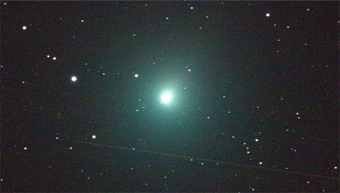 就现在!夜空中的幽幽绿色:二十年来距离地球最近的彗星