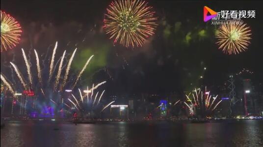 迎接2019年!维多利亚港烟花倒数60秒开出45种图案 36万人驻足观赏