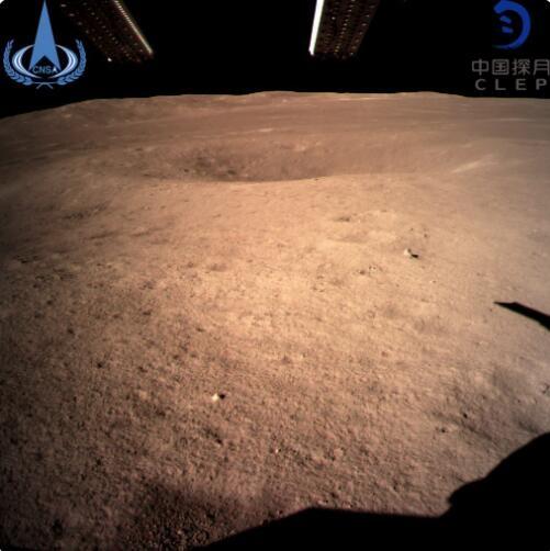 人类首次!嫦娥四号成功登陆月球背面 传回首张高清月背照