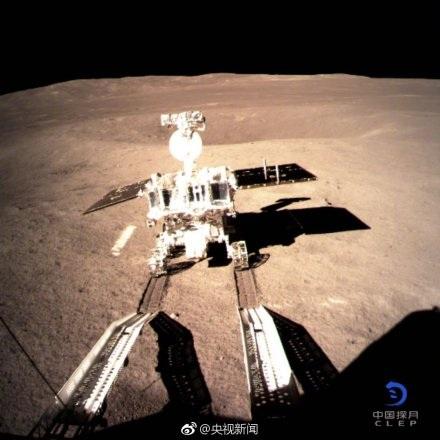 """""""嫦娥四号""""翩然落月 全程高难度""""盲降""""还拍到了""""玉兔""""足印"""