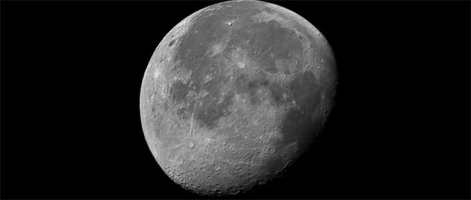 以史为镜!月球坑坑洼洼的表面隐藏着地球和太阳系的历史