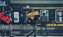 2019春运发送29.9亿人次 高铁加开17%严打霸座行为