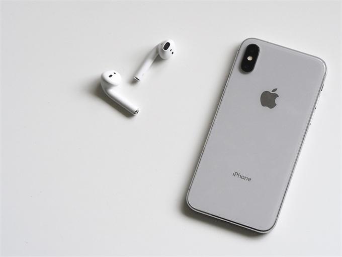 传苹果耳机AirPod 2将于上半年推出 跳票已久的AirPower也要来了?