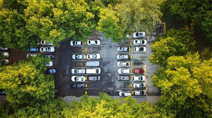 """不怕没地儿停车!这个能预测停车位的人工智能 靠的竟是""""看天气"""""""