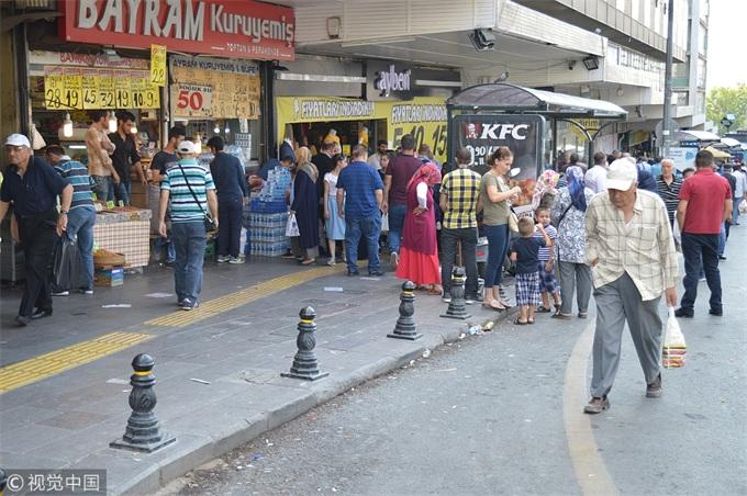 食品价格大幅上涨,土耳其政府设立临时摊位纾困