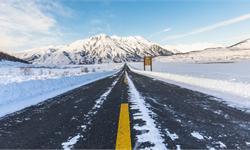 下雪天往公路撒盐是为什么?揭秘盐和融雪背后的科学原理