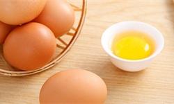 """秒变当代艺术品!零下27度打鸡蛋转眼冻到悬浮半空 荷包蛋成""""冰包蛋"""""""