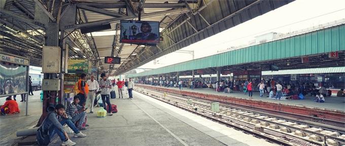 印度高铁故障全是槽点!印铁路部长曾发快进视频炫耀速度如闪电