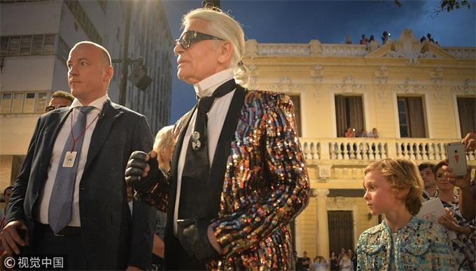 传奇陨落!香奈儿艺术总监Karl Lagerfeld去世 被誉为创意天才+毒舌+猫奴