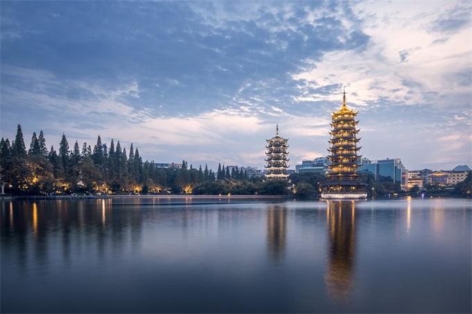 2018年广西各市商品房销售情况排行榜:南宁市销售金额达1358.14亿元,钦州市同比增长108.4%
