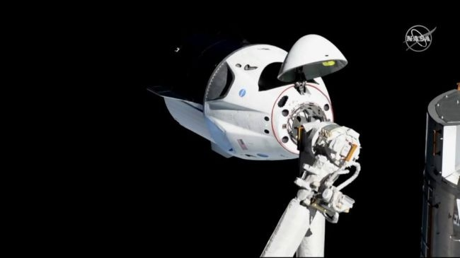SpaceX载人龙飞船首次试飞成功 与国际空间站成功进行自动对接