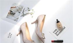 """2018年中国<em>女鞋</em>行业市场现状及发展趋势分析 """"互联网+""""推动线上渠道迎来爆发"""