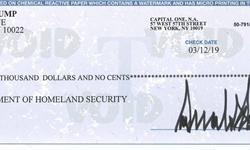 特朗普推特晒支票 大手笔捐款40万却被美国网民怒骂