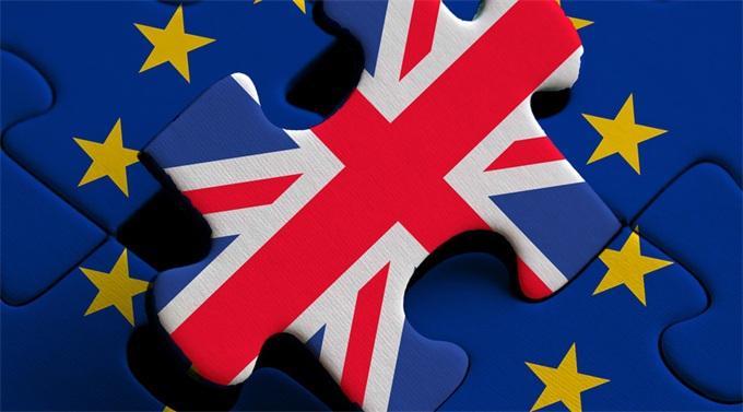 """英国护照去掉欧盟字样还将""""变色""""!英国人这才意识到真要脱欧"""