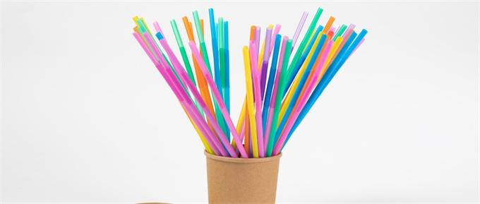 保护环境!星巴克停供塑料管 沪深率先试点直饮杯盖与纸质吸管