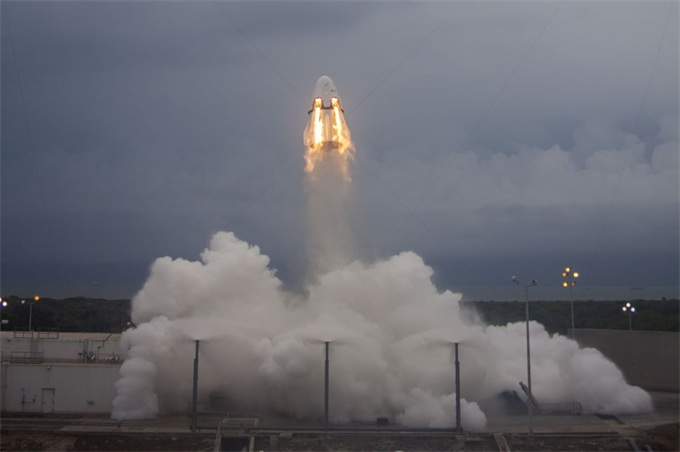 SpaceX载人龙飞船和波音Starliner的紧急中止系统有什么区别?