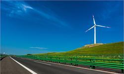 """巨型移动充电宝来了!会""""发电""""的高速公路,让电动汽车一路边开边充电"""